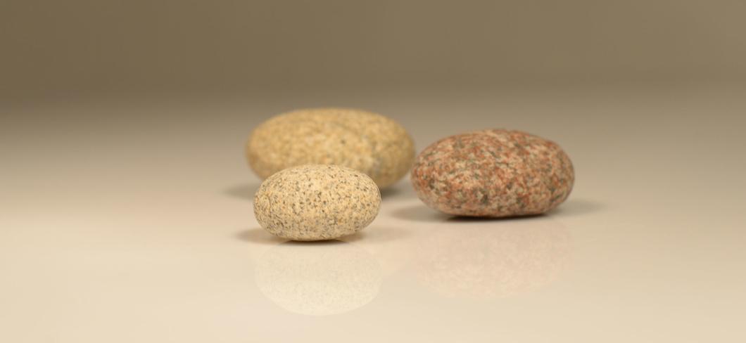 3 Steine als Symbol für Mediation
